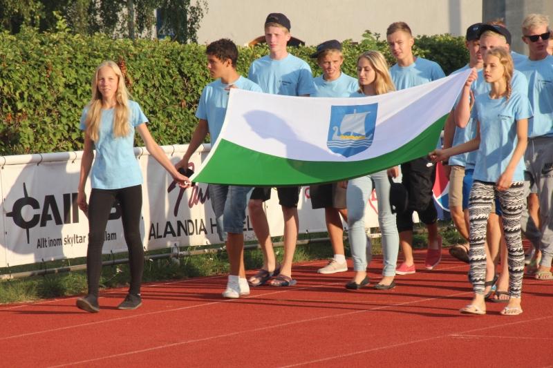 Saaremaa delegatsioon avatseremoonial sissemarsil. Alver Kivi