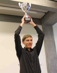 Andres Kuusk võitjakarikaga. msoworld.com