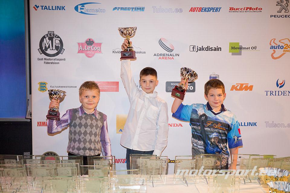 Motopoisid teenitud auhindadega. motosport.ee