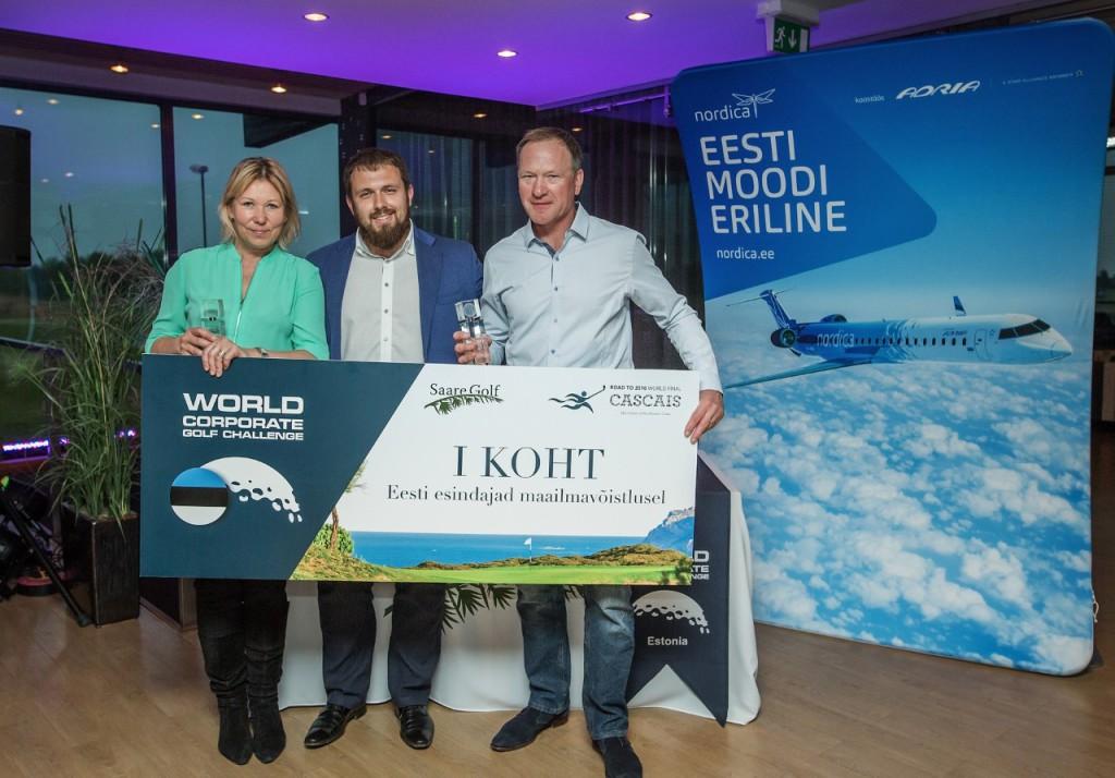 Võitjad koos Saare Golf tegevjuhi Marko Kaldojaga. Joosep Martinson