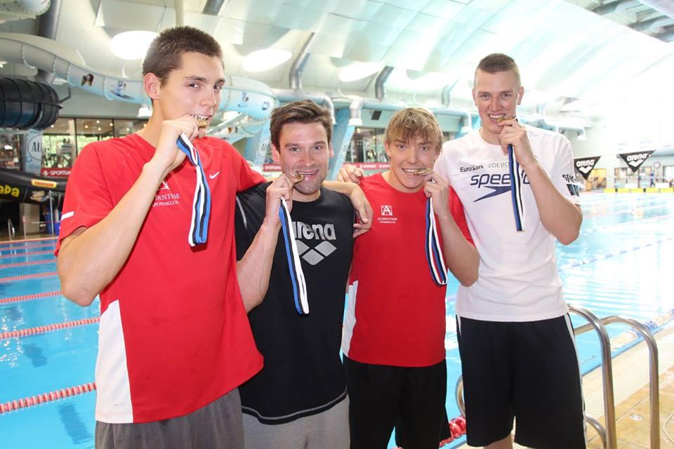 Võidukas meeskond. Eesti Ujumisliit