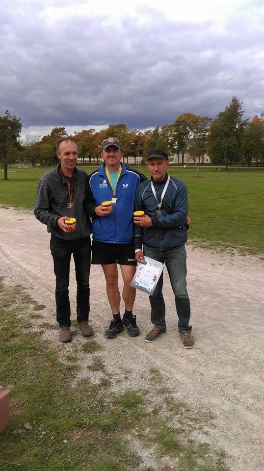 Saare maakonna petanki üksikmängu 2016. aasta meistrivõistluste esikolmik. Vasakult Ain Koplimäe, Gunnar Usin, Marek Kolk. Erakogu
