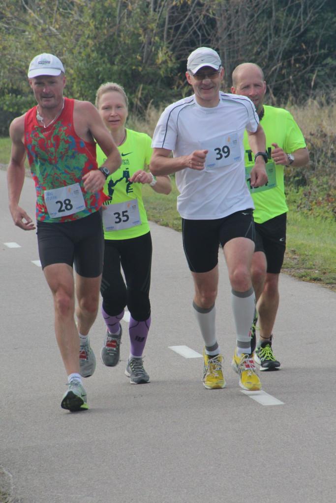 Annika Vaher (nr 35) on leidnud endale jooksmiseks meeste seltskonna. Alver Kivi