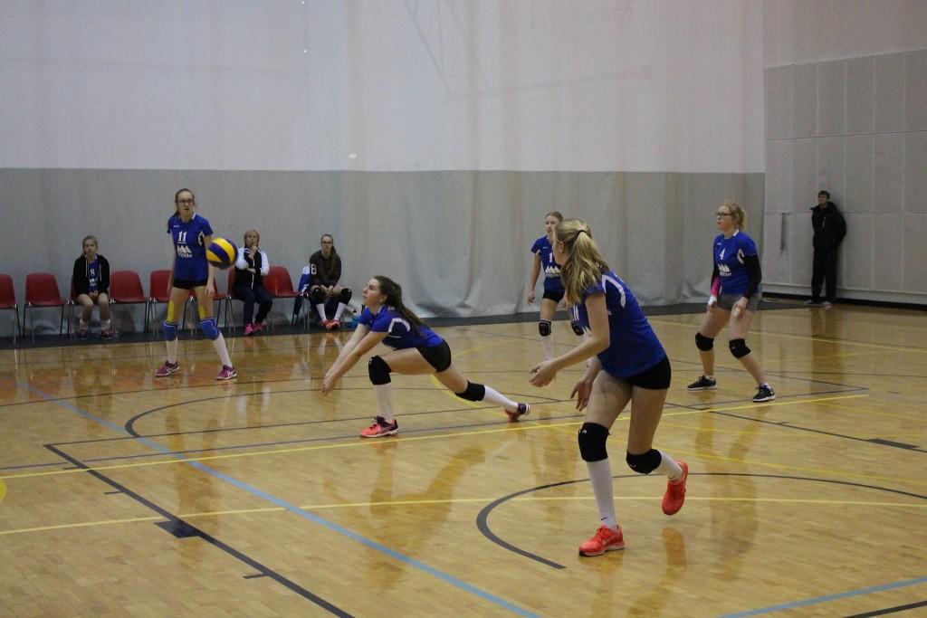 Neidudel on mäng kodusaalis käsil. Saaremaa Võrkpalli Liit