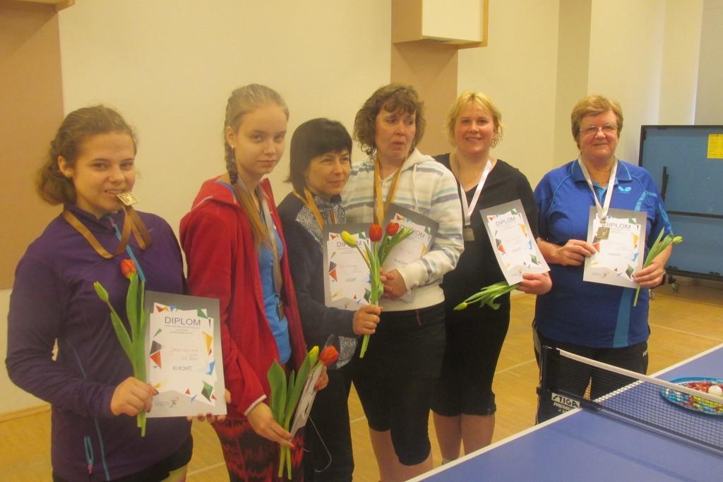 Kõik medalisaajad (vasakult): Jolana Kaljurand, Kadri Väljakivi, Tiia Müürisepp, Merle Poopuu, Ivika Laanet-Nuut, Veeve Kaasik. Gunnar Usin