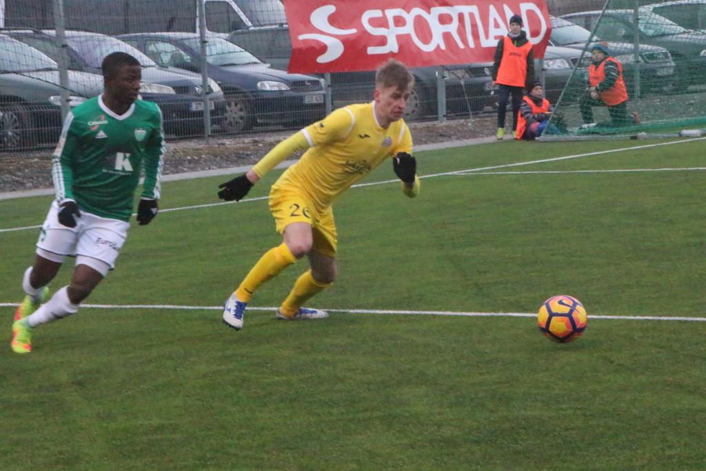 Sander Laht võitleb palli pärast. Alver Kivi
