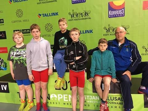 Tiit Uspenski oma õpilastega. Orissaare Sport