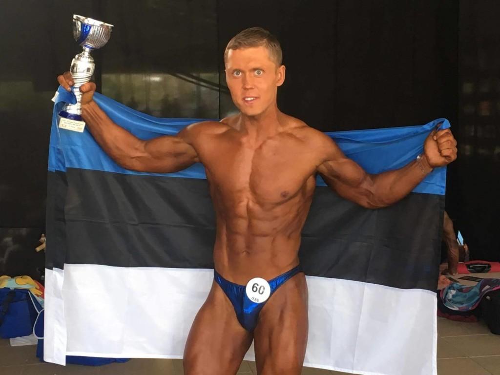 Rain Kuusnõmm Eesti lipuga. Erakogu