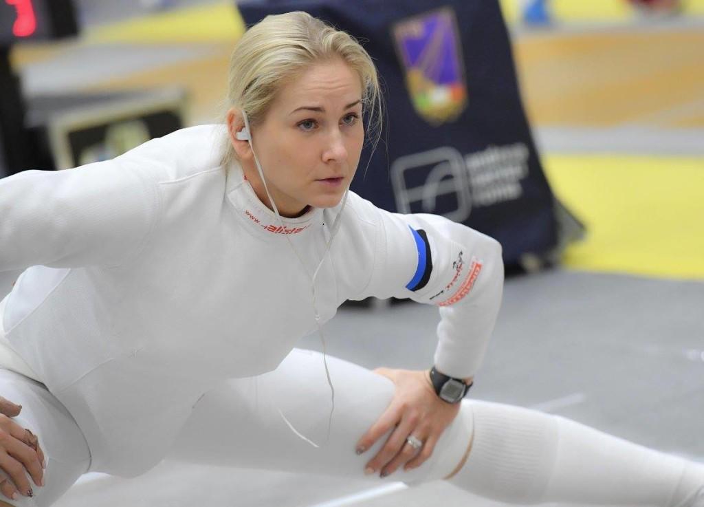 Kristina Kuusk soojendusel. International Fencing Federation