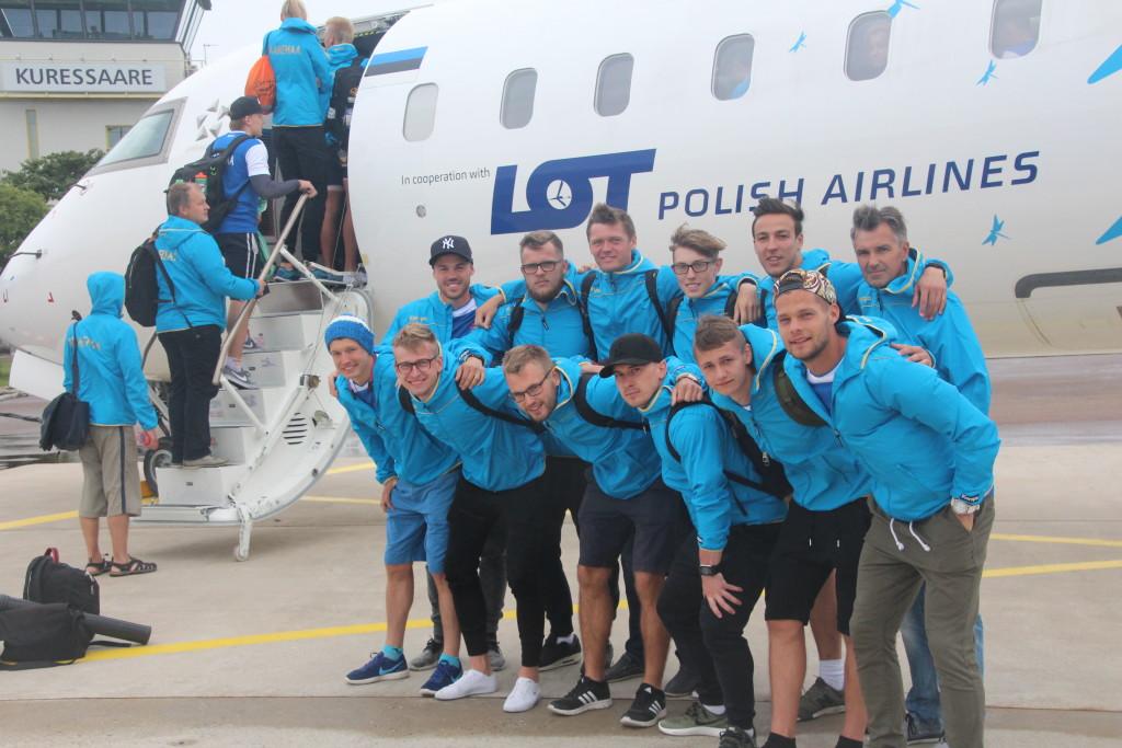Meeskond Kuressaare lennujaamas teel Gotlandile. Alver Kivi