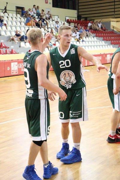 Gert Kaldmäe koos kaaslastega. basket.ee