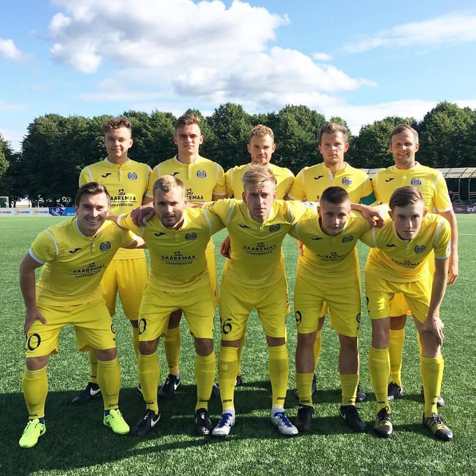Väravavahita meeskond enne mängu. FC Kuressaare