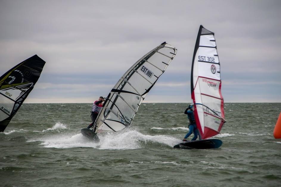Tuult trotsides merel. Saaremaa Surfiklubi
