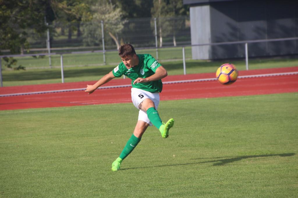 Mairo Miil FC Flora vormis Kuressaare linnastaadionil. Alver Kivi