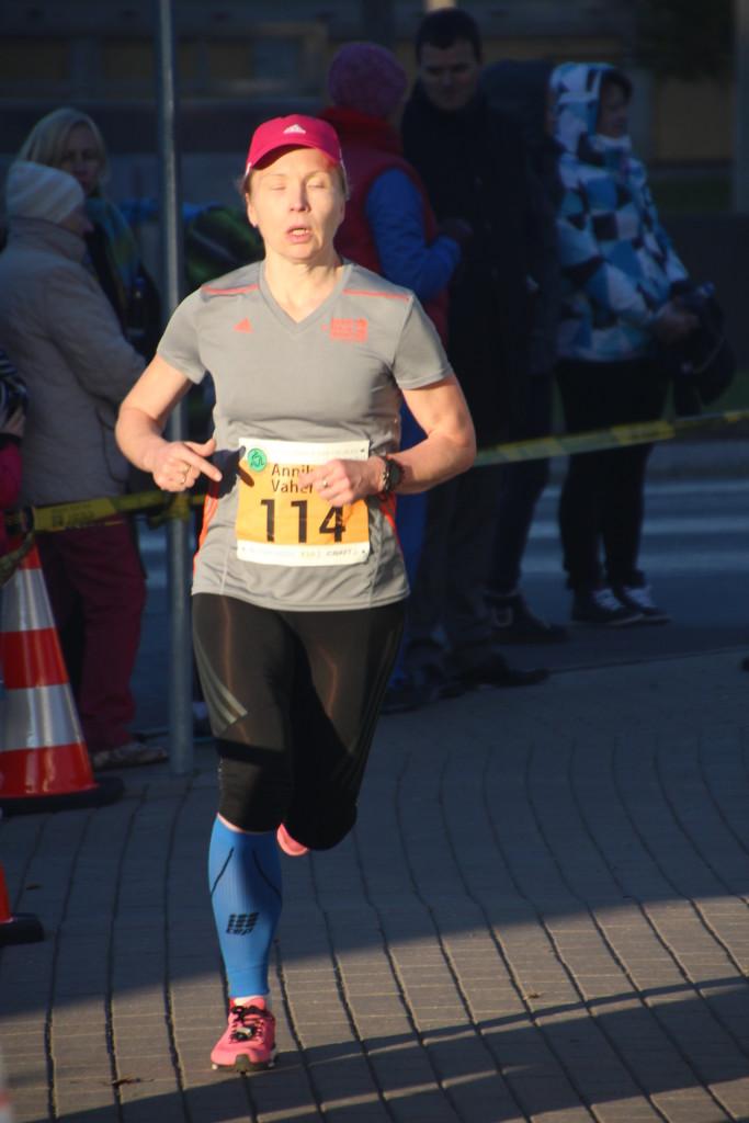 Annika Vaher jooksurajal. Alver Kivi