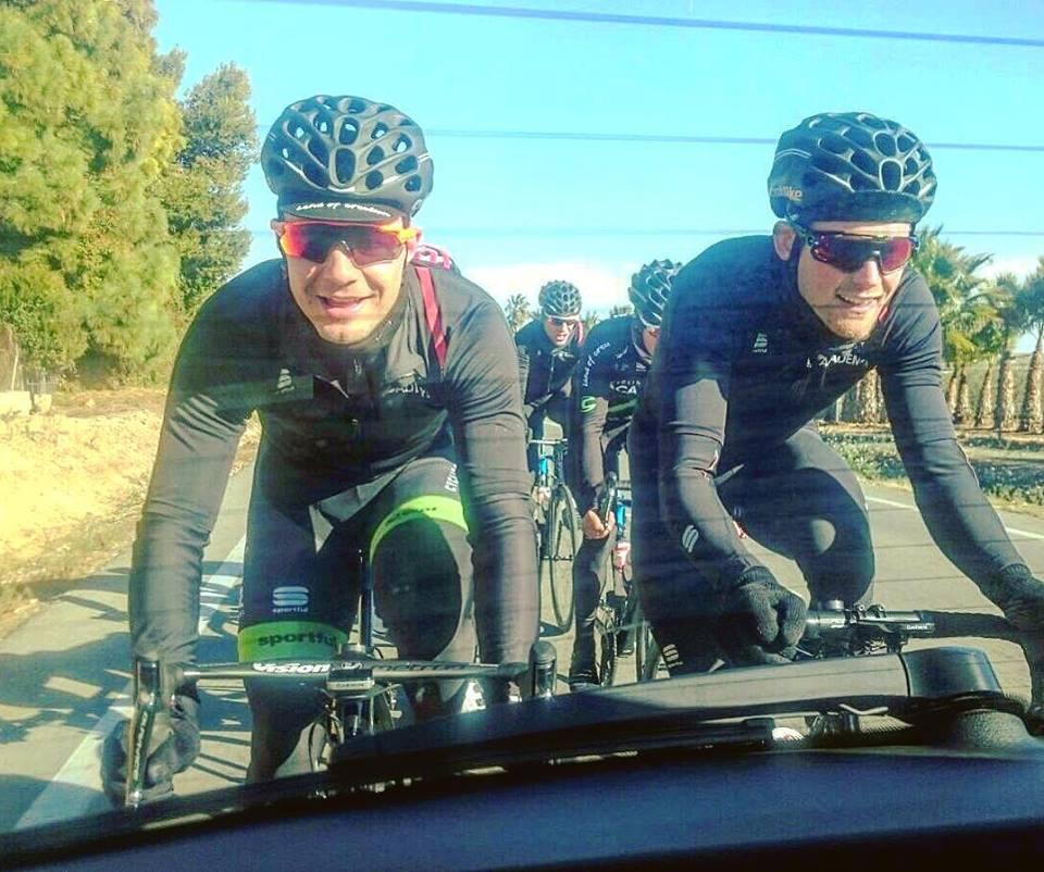 Mihkel Räim (vasakul) trennis. Cycling Academy