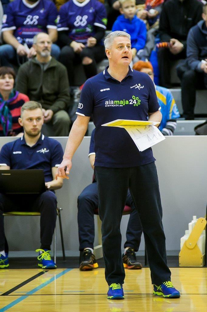 Urmas Tali Saaremaa meeskonda juhendamas. Irina Mägi