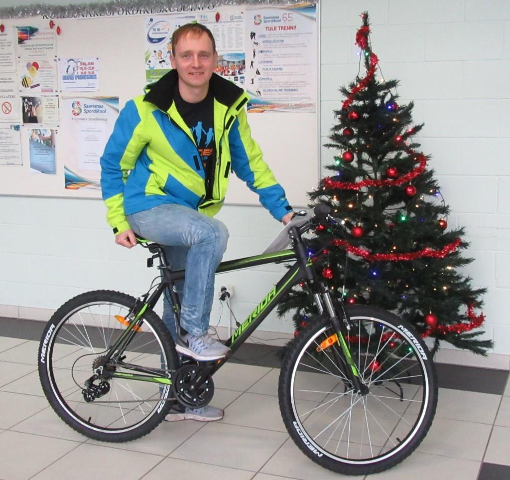 Peaauhinna jalgratta võitis Mairo Mändla. Saaremaa Spordikool