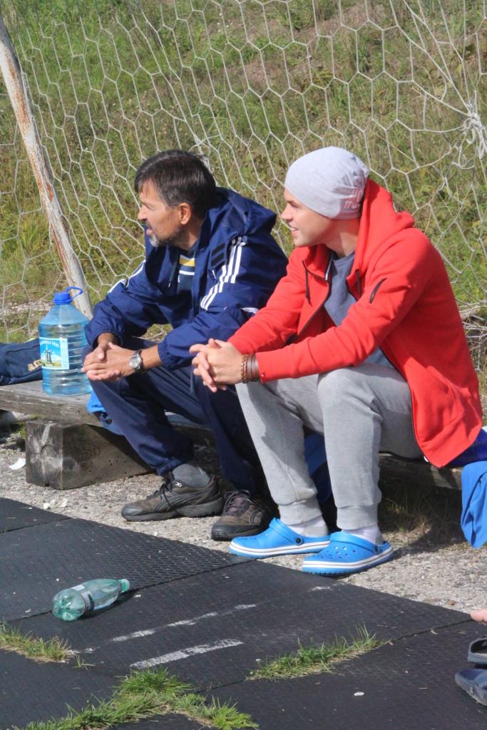 Jan Važinski ja Sander Viira mängu jälgimas. Alver Kivi