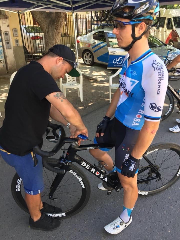 Jalgratast võistluseks ettevalmistamas. Cycling Academy