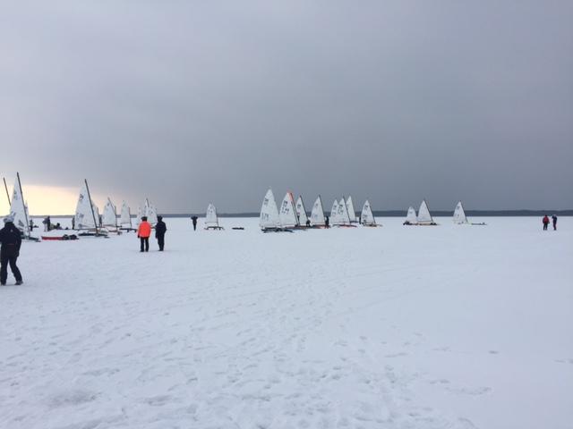 Võistlejad satrdis. Eesti Jääpurjetamise Liit