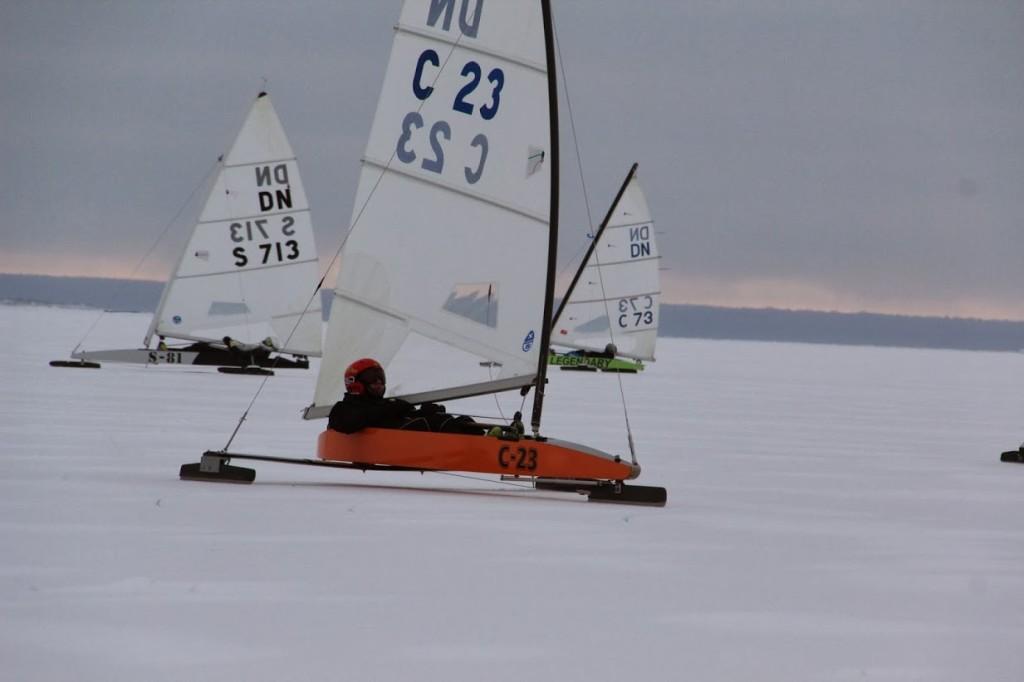 Kevin Grass jääl. Eesti Jääpurjetamise Liit