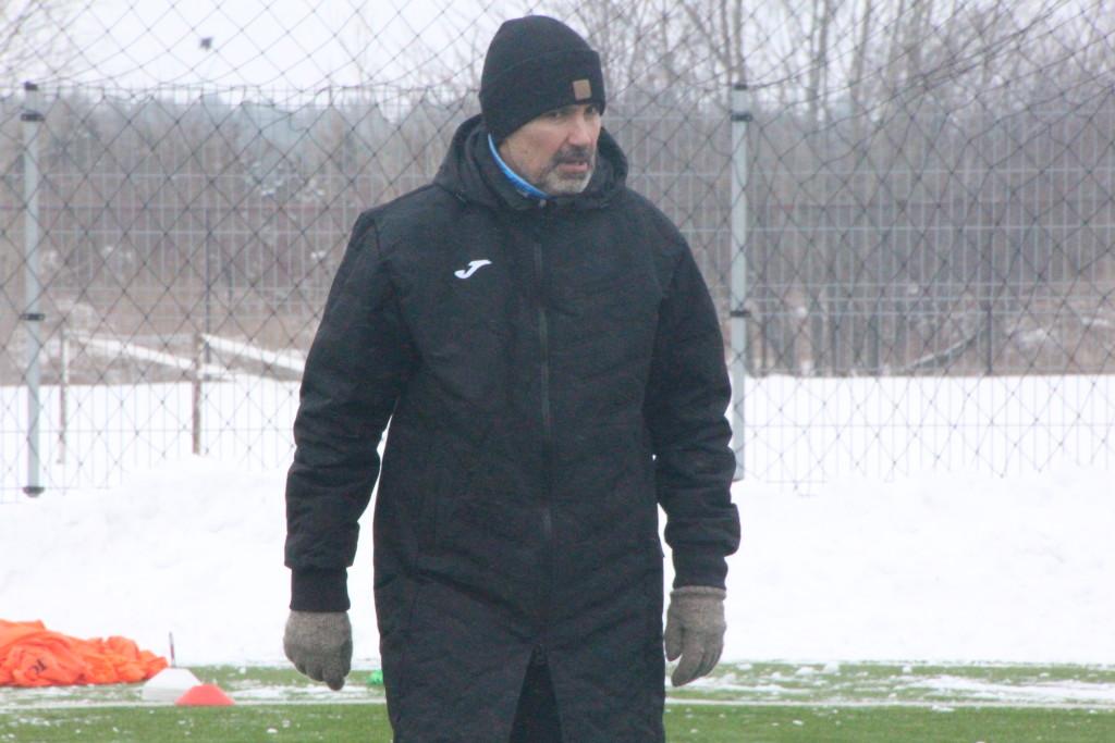 Jan Važinski meeskonda trennis juhendamas. Alver Kivi