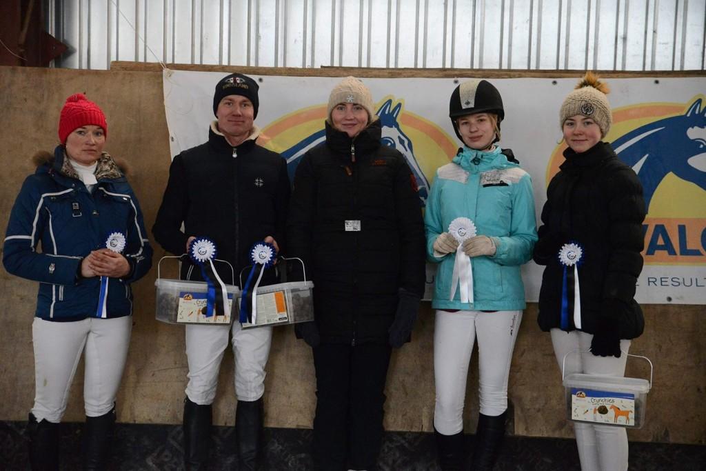 Võistlejad koos peakohtunik Tiina Kuusmanniga. Elise Trei