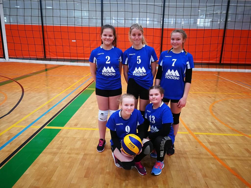 Tüdrukute võistkond. Saaremaa Võrkpalli Liit