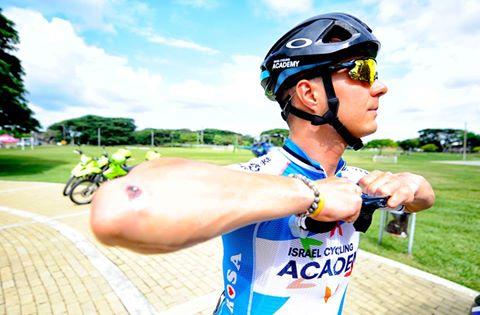 Mihkel Räim võistluseks valmistumas. Cycling Academy