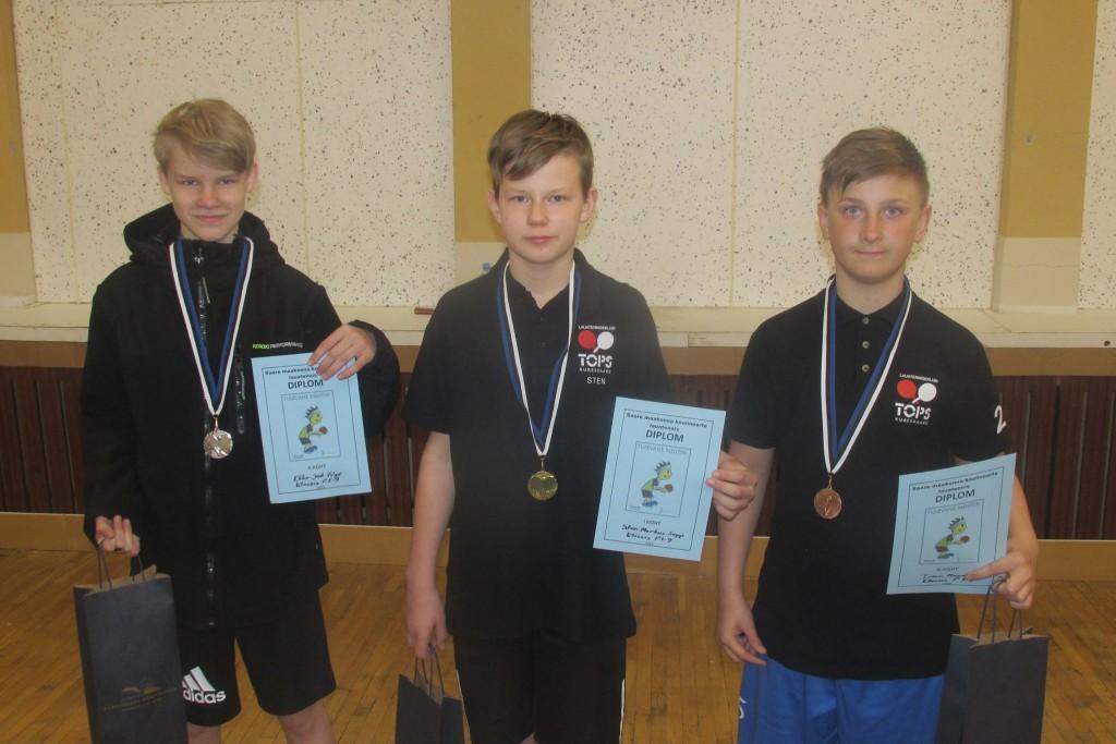 Noorteturniiri võitjakolmik: (vasakult) Ekke Jaak Valge, Sten Markus Sepp, Timo Mandel (kõik LTK Tops). Gunnar Usin