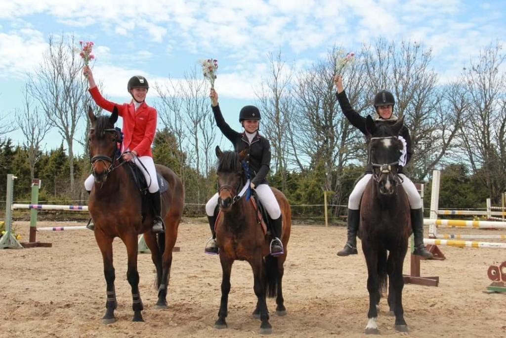 100cm esikolmik: vasakult Marie Adele Abel ja Rolex, Karmen Udeküll ja Wild Beauty, Heleriin Lopp ja Praid