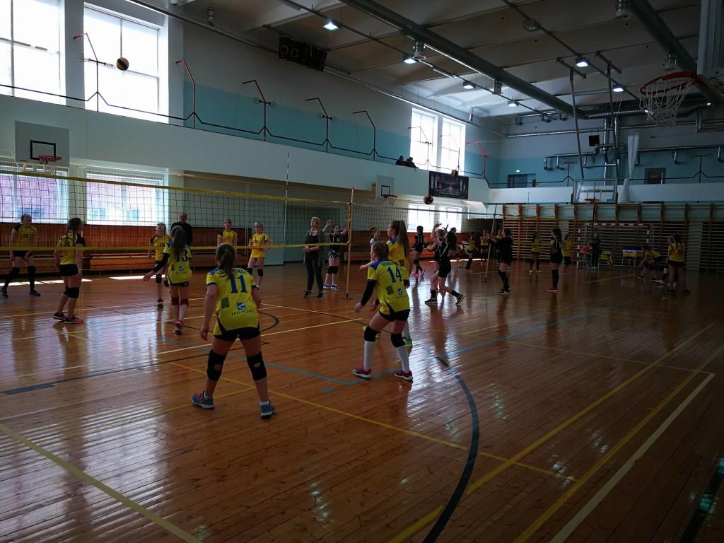 Tüdrukud mängisid rõõmuga. Saaremaa Võrkpalli Liit