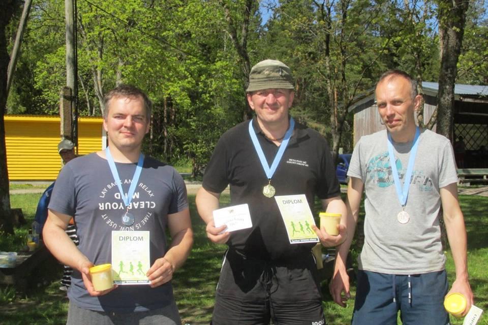 Vasakult Aare Trave, Gunnar Usin, Ain Koplimäe. Erakogu