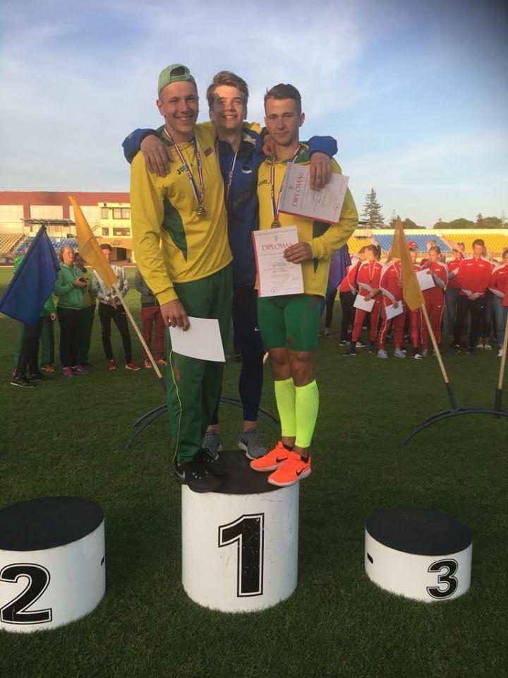 Hendrik Lillemets poodiumil. Eesti Kergejõudtikuliit