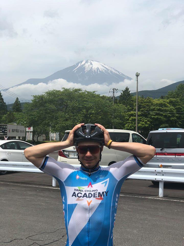 Fuji ootab. Erakogu