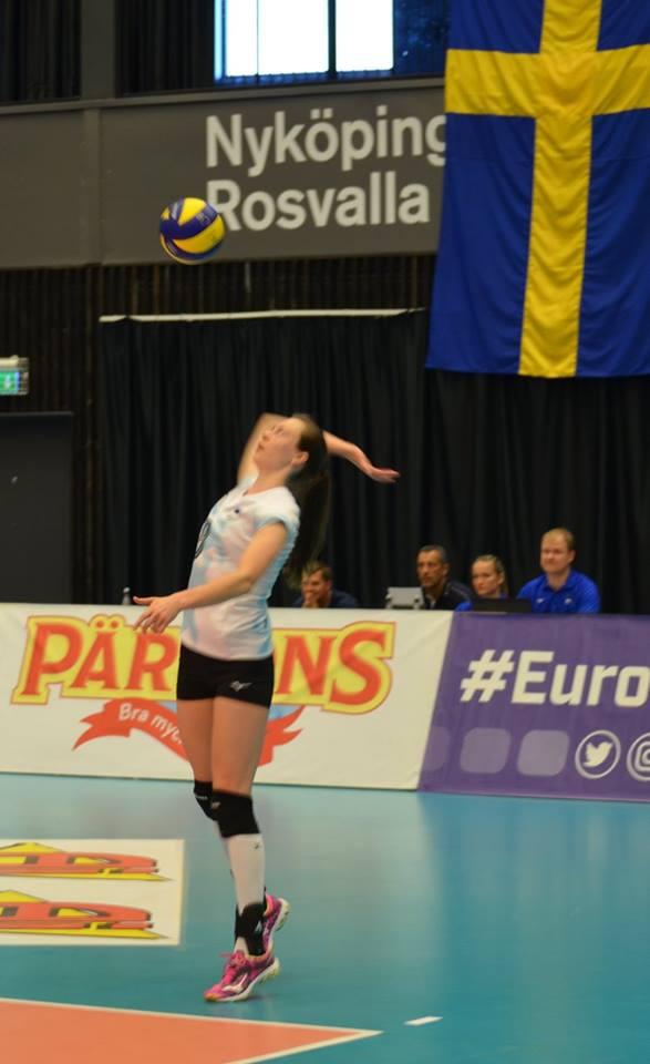 Eliisa Peit servimas. volley.ee