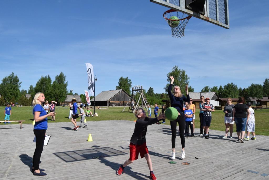 Mäng käib. MTÜ Saaremaa Korvpall
