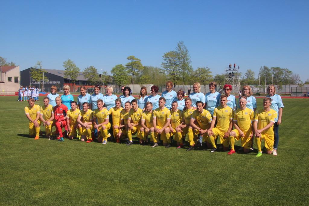 FC Kuressaare mehed koos emadega. Veiko Viil