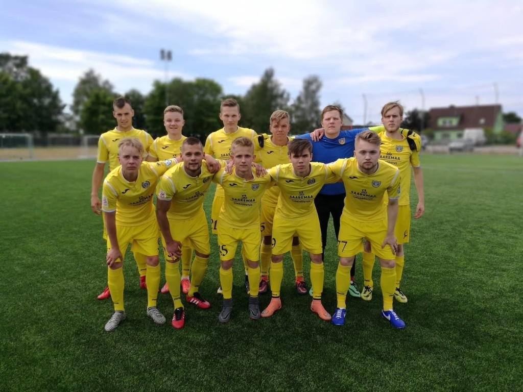 Meeskond enne mängu. FC Kuressaare