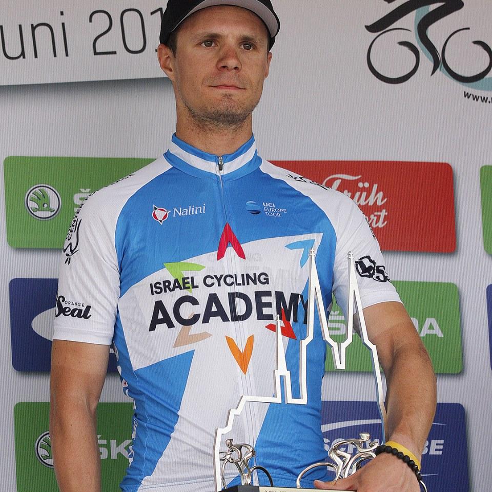 Mihkel Räim poodiumil. Cycling Academy