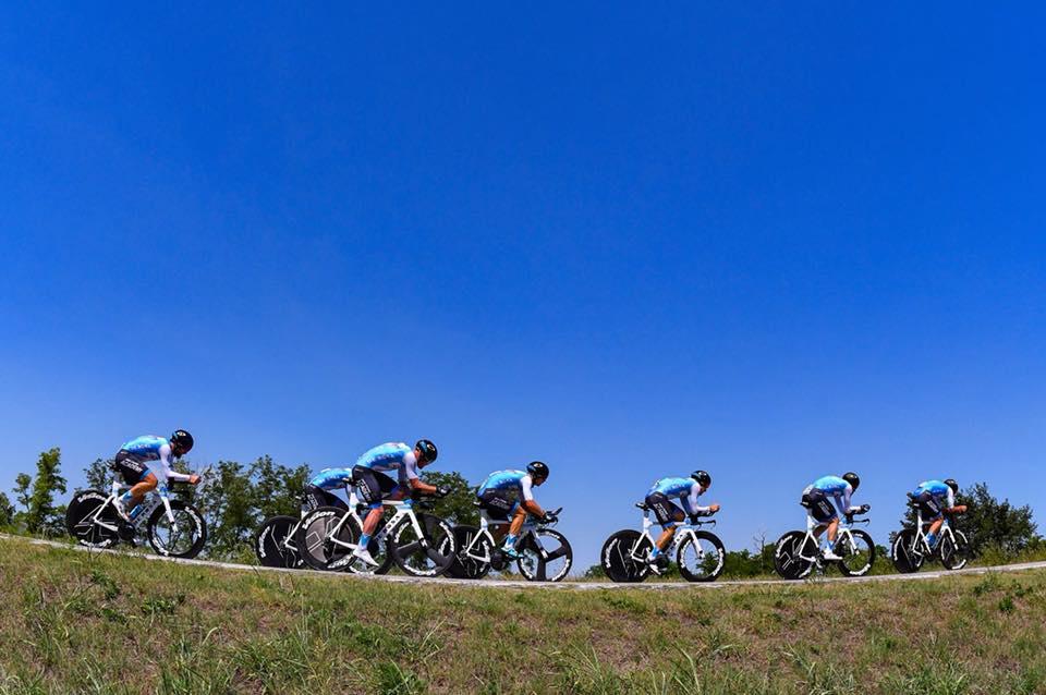 Cycling Academy meeskond tempot tegemas. Cycling Academy