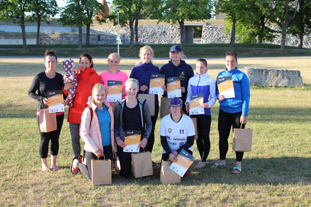 Naiste esikolmik. Saaremaa Võrkpalli Liit