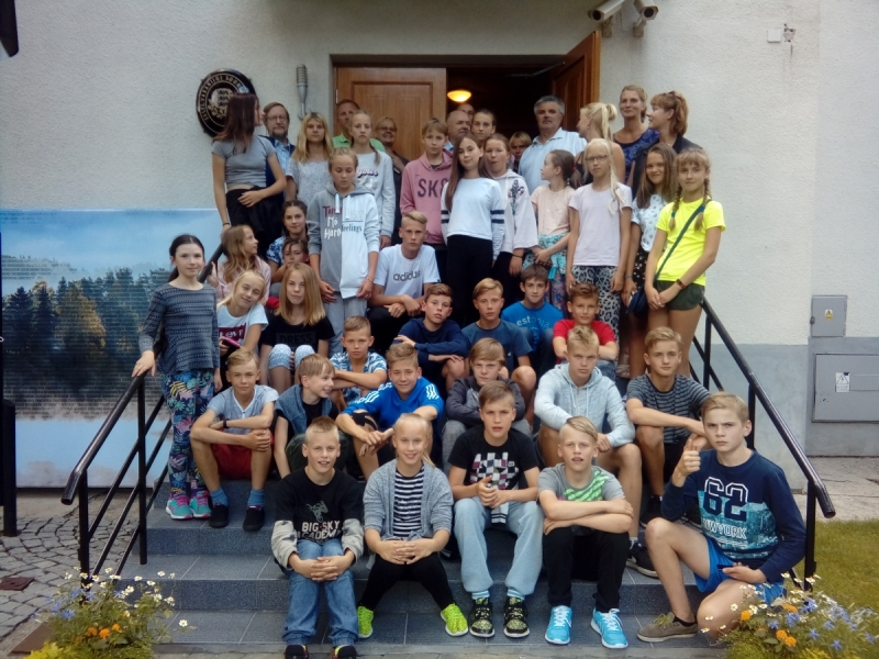 Noored kergejõustiklased. Eesti Koolispordi Liit