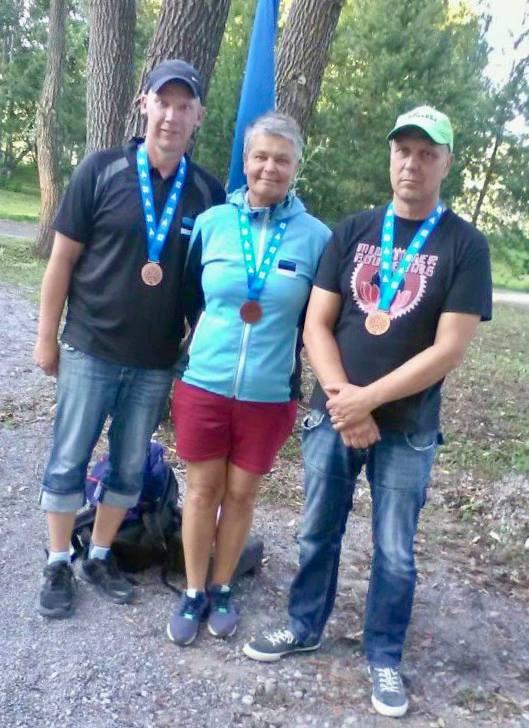 Urmo Auväärt (paremal) kaaslastega. Erakogu