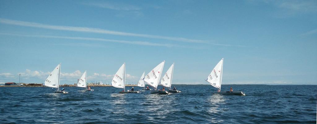 Võistlejad ja jahid merel. SMS