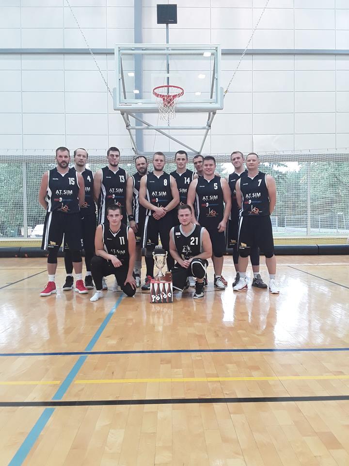 Võidukas meeskond. Orissaare Sport