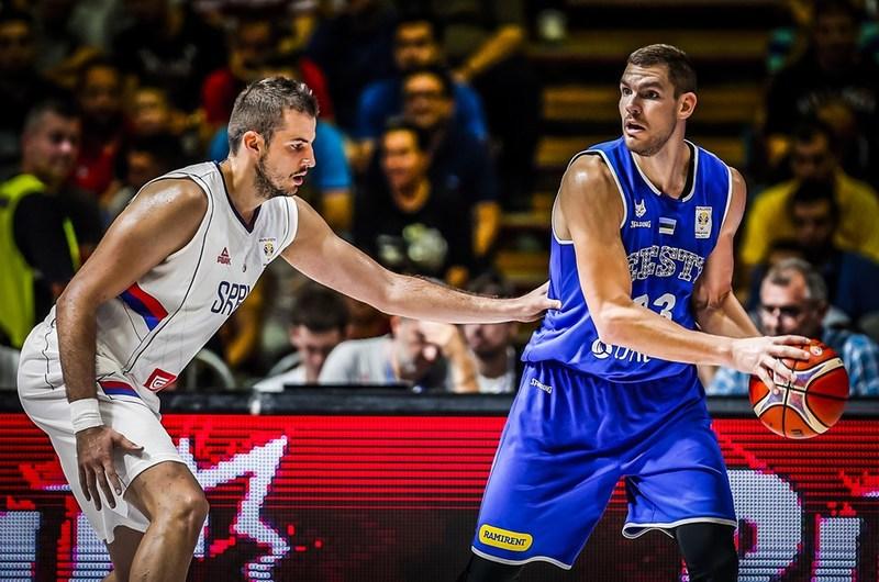 Indrek Kajupank on võetud kaitses tähelepanu alla. FIBA.com