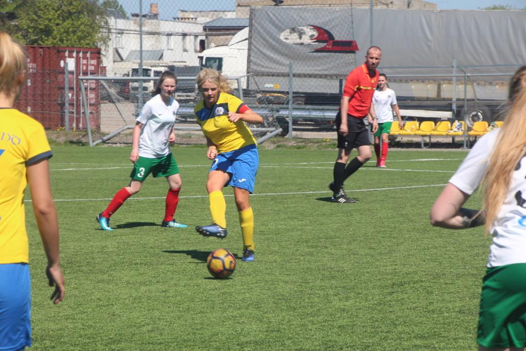 Jalgpall saab üha populaarsemaks ka tüdrukute ja naiste hulgas. Alver Kivi