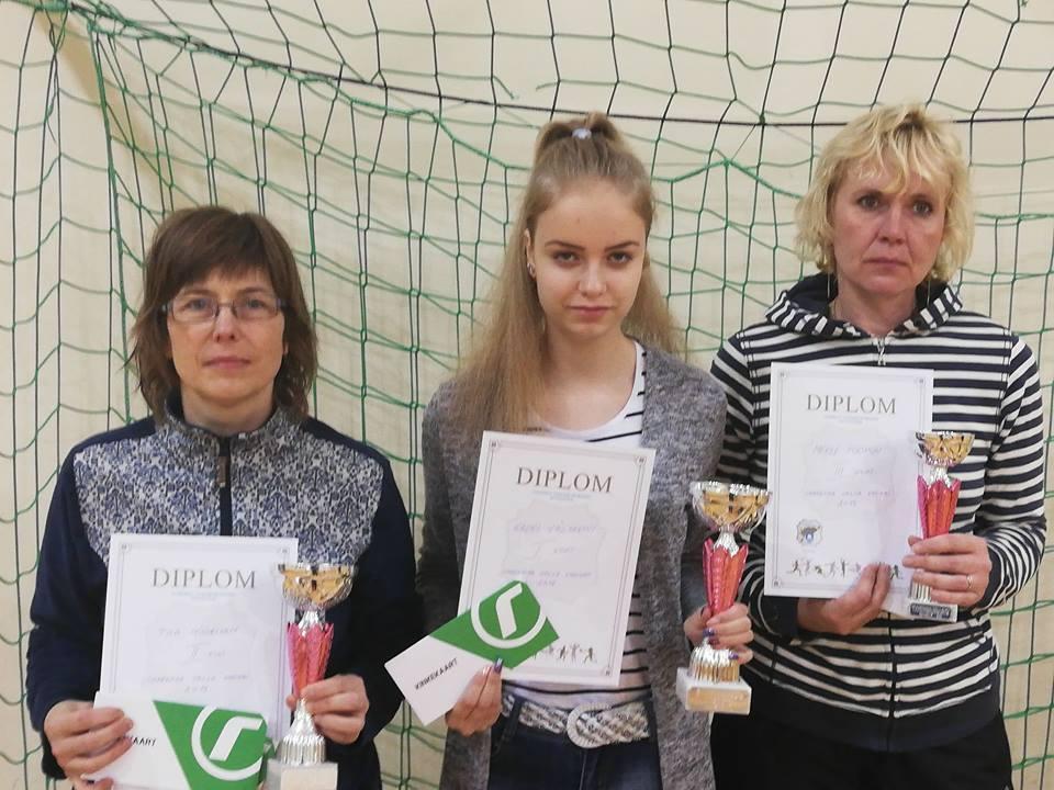 Vasakult Tiia Müürisepp, Kadri Väljakivi ja Merle Poopuu. Gunnar Usin